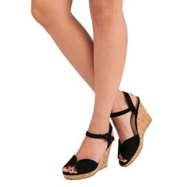Sandały na korkowej koturnie czarne 1