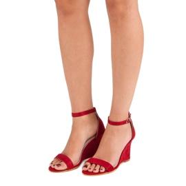 Zamszowe sandałki na koturnie czerwone 1