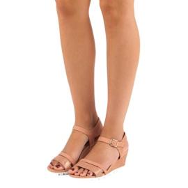 Ideal Shoes Różowe sandały na koturnie 4