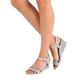 Ideal Shoes Szare sandały na koturnie 7
