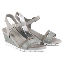 Ideal Shoes Szare sandały na koturnie 5