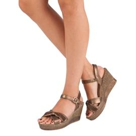 Brązowe sandały vinceza 1