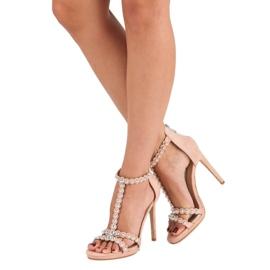 Eleganckie różowe sandałki 1