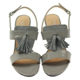 Sandały z frędzelkami Sagan 53224 szare 4