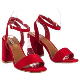 Czerwone zamszowe sandały 5