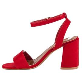 Czerwone zamszowe sandały 3
