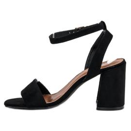 Czarne zamszowe sandały 3