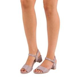 Ideal Shoes Zamszowe sandały na niskim obcasie fioletowe 1