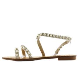 Sandałki asymetryczne z perełkami 1248 białe 2