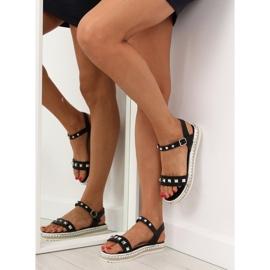 Sandałki z ćwiekami czarne 35-132 black 4