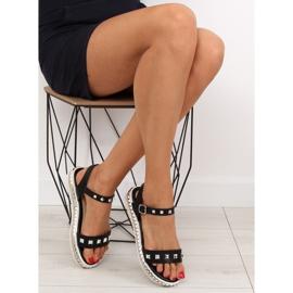 Sandałki z ćwiekami czarne 35-132 black 1