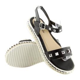 Sandałki z ćwiekami czarne 35-132 black 2