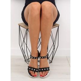 Sandałki z ćwiekami czarne 35-132 black 3