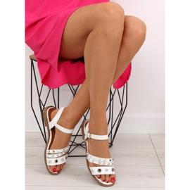 Sandałki na płaskiej podeszwie białe 99-19 White 5