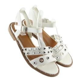 Sandałki na płaskiej podeszwie białe 99-19 White 4