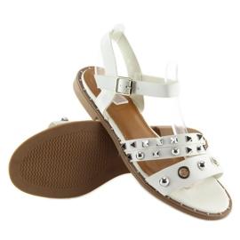 Sandałki na płaskiej podeszwie białe 99-19 White 1