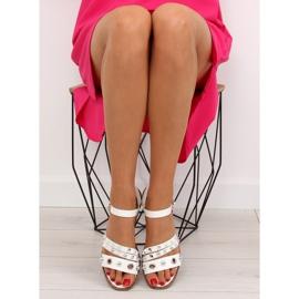 Sandałki na płaskiej podeszwie białe 99-19 White 2