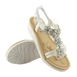 Sandałki damskie bardzo wygodne białe 981 6