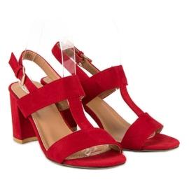 SDS Czerwone sandały na słupku 1
