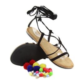 Sandałki z pomponami czarne 6009 black 7