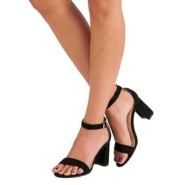 Diamantique Zamszowe sandały na słupku czarne 3
