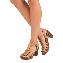 Corina Lekkie sandały na słupku brązowe 3