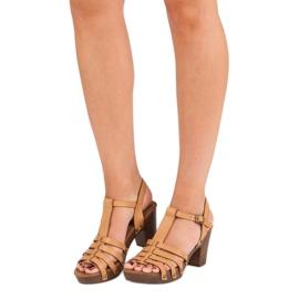 Corina Lekkie sandały na słupku brązowe 2