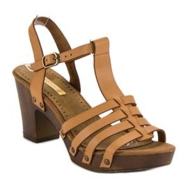 Corina Lekkie sandały na słupku brązowe 4