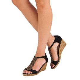 Corina Ozdobne sandały na koturnie czarne 4