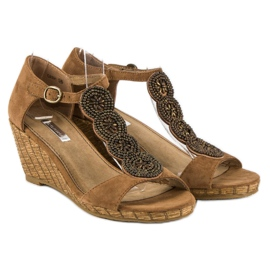 Corina Ozdobne sandały na koturnie brązowe 1
