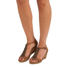 Corina Ozdobne sandały na koturnie brązowe 2