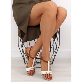 Sandałki na płaskiej podeszwie białe 9871 White 5