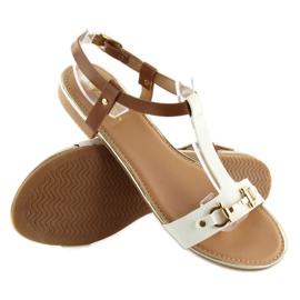 Sandałki na płaskiej podeszwie białe 9871 White 1