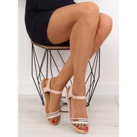 Sandałki na płaskiej podeszwie różowe J1024 1