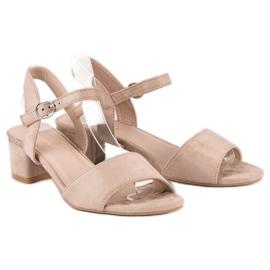 Ideal Shoes Zamszowe sandały na niskim obcasie brązowe 1