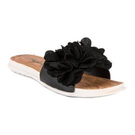 Czarne klapki w kwiaty 3
