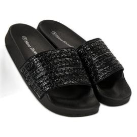 Eleganckie czarne klapki 4