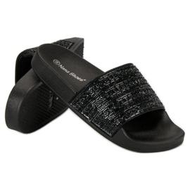 Eleganckie czarne klapki 5
