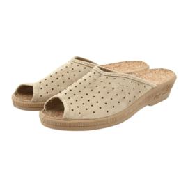 Befado obuwie damskie kapcie klapki 581d169 brązowe 3