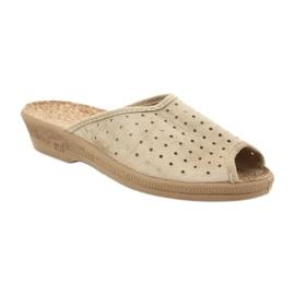 Befado obuwie damskie kapcie klapki 581d169 brązowe 1