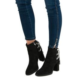 Ideal Shoes Modne botki na słupku czarne 1