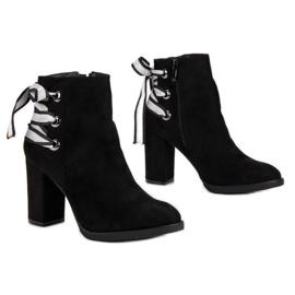 Ideal Shoes Modne botki na słupku czarne 6
