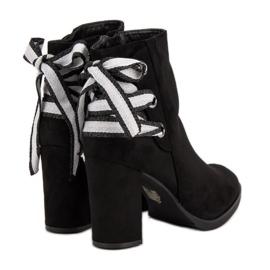 Ideal Shoes Modne botki na słupku czarne 5