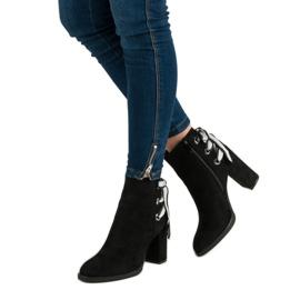 Ideal Shoes Modne botki na słupku czarne 2