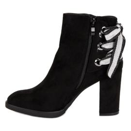 Ideal Shoes Modne botki na słupku czarne 4