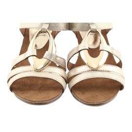Caprice sandały damskie z ozdobą 28308 złoty owal żółte 5