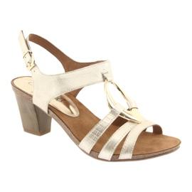 Caprice sandały damskie z ozdobą 28308 złoty owal żółte 1