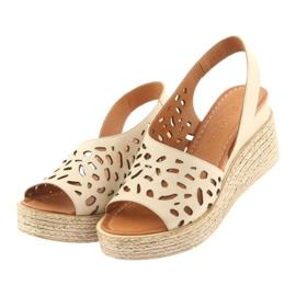 Sandały na koturnie Badura 4812 beżowe brązowe 3