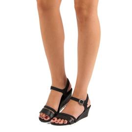 Ideal Shoes Czarne Sandały Na Koturnie 5