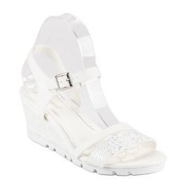 Ideal Shoes Białe Sandały Na Koturnie 2